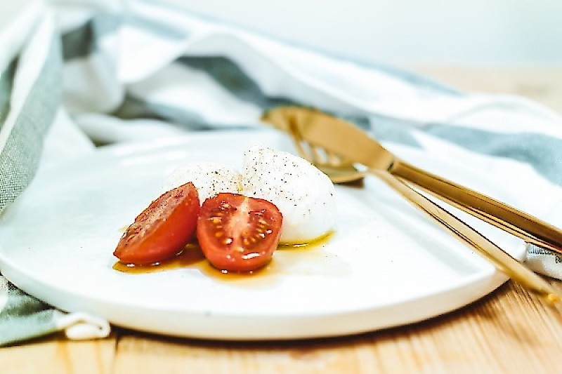 You will learn how to make homemade mozzarella that will perfectly complement your recipes, pizzas or salads. We will even show you how to easily make your homemade burrata (mozzarella with creamy heart).